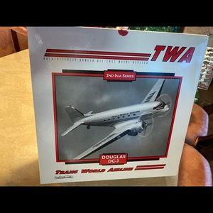 TWA Douglas DC-3 Airplane Scale F447 1995 NEW